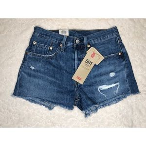 NWT Levi's 501 High Rise Distressed Jean Shorts 💙